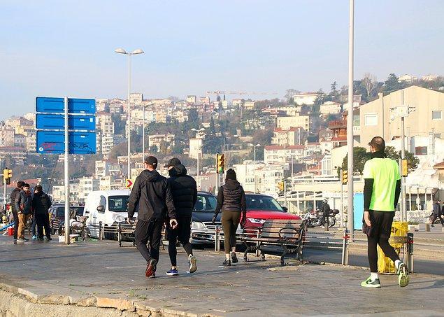 Bazı İstanbullular dün olduğu gibi bugün de uyarılara aldırış etmeden sahile akın etti.
