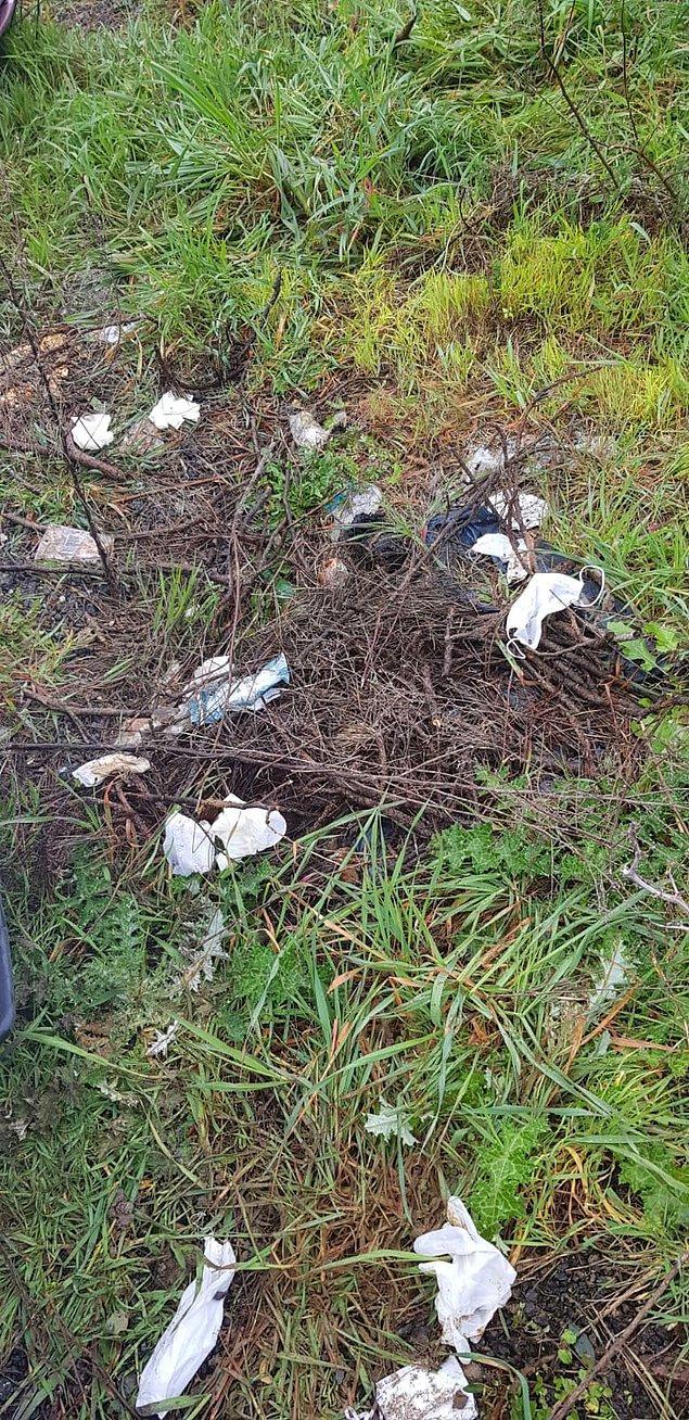 Öte yandan önlem olarak kullanılan eldiven ve önlük gibi malzemelerin çevreye atıldığı görüldü...
