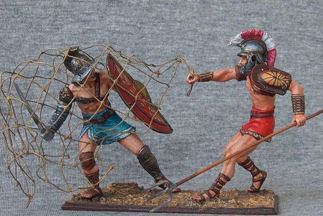 14. Gladyatörler 'Rudis' adı verilen tahta kılıçlarla çalışırdı.