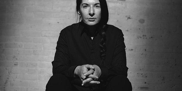 Akımın önemli sanatçılarından biri olan Marina Abramović tiyatro ile aralarındaki farkı şu cümlesiyle açıklamış;