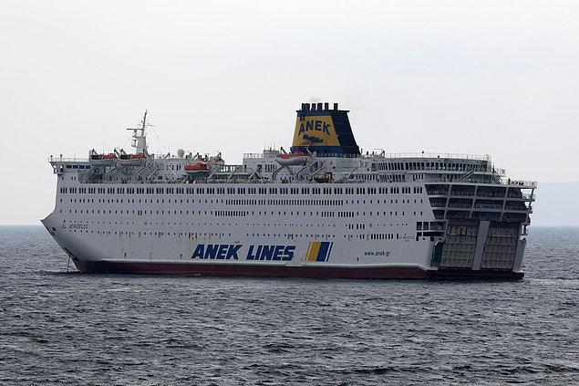 İçinde Türk yolcular da var... El. Venizelos gemisi Yunanistan'da karantina altına alındı