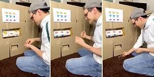 Karantina Günlerini Eğlenceli Hale Getirmek İçin Tuvalet Kağıtlarından Kendine Slot Makinesi Yapan Adam