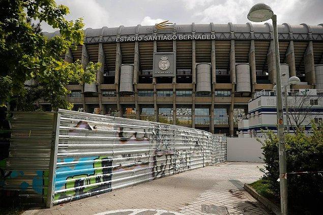 10. Koronavirüs salgını nedeniyle İspanya La Liga ekibi Real Madrid, maçlarını oynadığı Santiago Bernabeu Stadı'nın yenilenme çalışmalarına ara verdi.