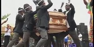 Dans Ederek Cenaze Taşıyan Adamların Efsane Akımından Tekrar Tekrar İzlemek İsteyeceğiniz 19 Video