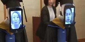 Tokyo'da Bir Üniversite Mezuniyet Törenini Öğrencileri Temsil Eden Robotlarla Gerçekleştirdi
