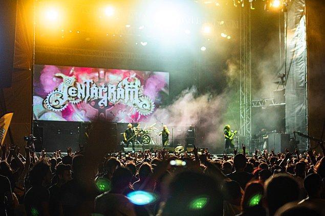 Aslında yerli rock sahnesine adeta tutkuyla bağlıyız ama sizler için hayali bir Zeytinli Fest line-up'ı derledik.