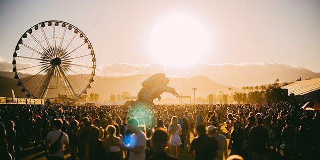 Dünya genelinde binlerce kişiye koronavirüs (COVID-19) teşhisi konmaya devam ediyor. Salgın devam ettikçe, festival konser gibi büyük etkinlik organizatörleri 2020 yaz ve kış olanlarını gözden geçirmek zorunda kaldı.