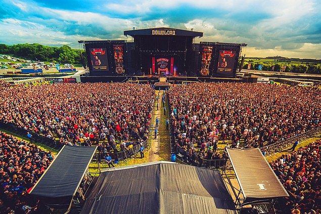 9. İngiltere, Donington Park'ta düzenlenen üç günlük bir rock müzik festivali Download da iptale giden etkinliklerden oldu.