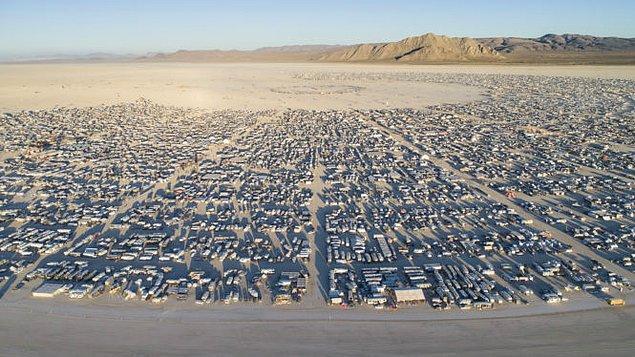 11. Katılımcıların adeta başka bir evrene geçiş yaptığı Burning Man 2020'de Black Rock City'yi sanal bir ortama taşıyacağını açıkladı.