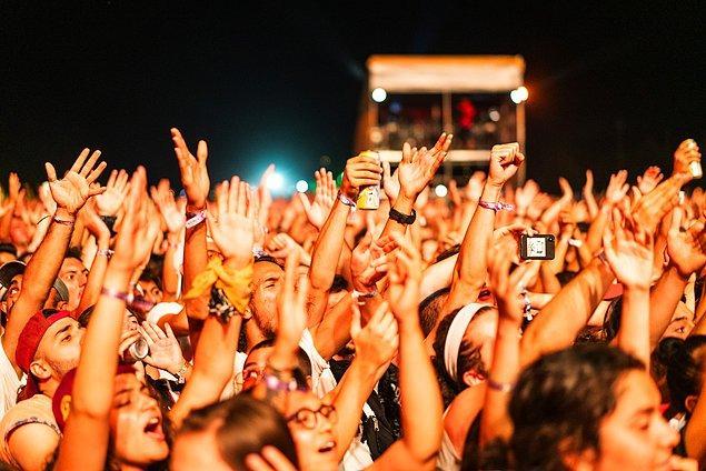 Yıllar içinde geçirdiği bir iki değişiklik sonrasında, 2014 yılında Dalyan Sahili'ne evine dönen festivalde nerdeyse 1 hafta boyunca müziğe doyabiliyorsunuz.
