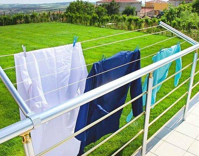 8. Eskilerin bildiği bir şey var. Çamaşır ipine mandalla kıyafetleri asıp güneşte kurutmak da kırışıklıkları azaltan bir yöntem.