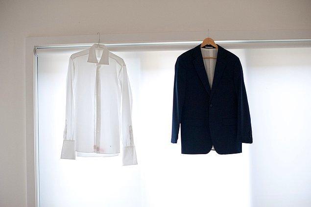 10. Kurutucudan aldığınız kıyafeti katlamak yerine asarak kırışıklıklardan kurtulabilirsiniz.