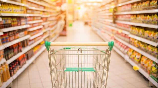 23 ve 24 Nisan'da market ve bakkallar 09.00-14.00 arasında faaliyet gösterecek, vatandaşlar ikametlerine yakın market ve bakkallara gidip gelebilecek.