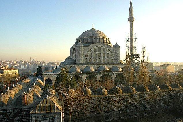 Mihrimah Sultan 17'sine basınca Hürrem Sultan tarafından koca adayları belirlenmiştir.