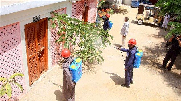 Pakistan'da Kovid-19 nedeniyle ölenlerin sayısı 200'ü geçti