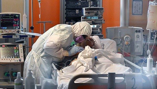'Korona tanısı almış sağlık çalışanlarının sayısı artıyor'