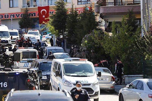 Polis Özel Harekat ekipleri de gelerek, binanın çevresinde önlem aldı.