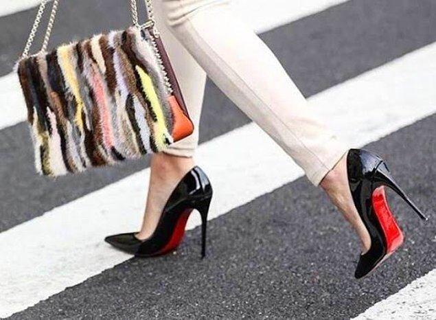 1. Salına salına sinsice gezmelerde giydiğimiz topuklu ayakkabılarımız. Lütfen durun, gitmeyin!