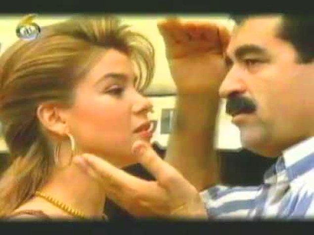 2. İbrahim Tatlıses'in 1994 yılında çıkan 'Haydi Söyle' klibinde de müzik yaşamına 1997 yılında başlayacak olan Gülben Ergen'i görüyoruz.