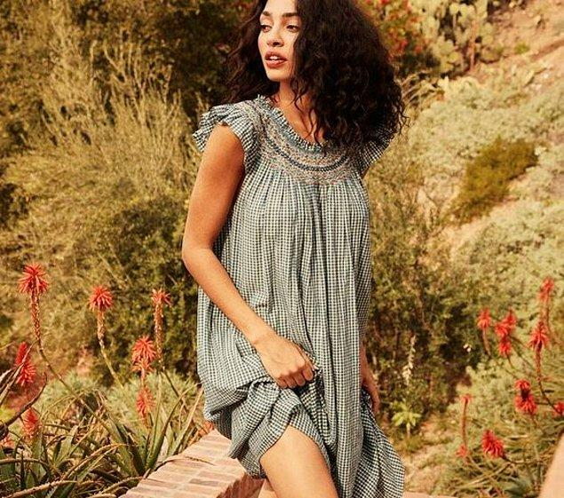 Eski zamanların gecelikleri çoğunlukla günümüzde elbise gibi de görünüyor üstelik.