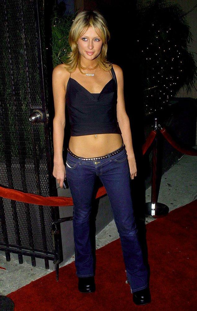 Gerçek düşük belin bugün tanımlanan ile alakası yok, 2000'lerin düşük belli pantolonları böyle görünüyordu.