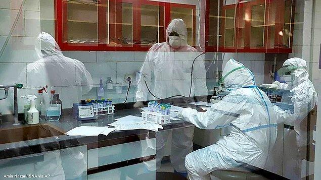 Yaklaşık 30 bin sağlık çalışanına koronavirüs bulaştı.