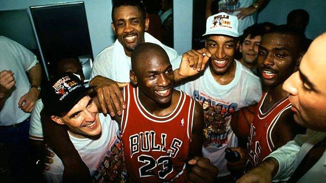 ESPN ve Netflix ortaklığı ile hazırlanan The Last Dance 1984 yılından 1998 yılına kadar geçen sürede NBA'in en iyisi olarak bilinen ve saygı duyulan Michael Jordan'ın kariyerini ve Chicago Bulls'u anlatıyor.