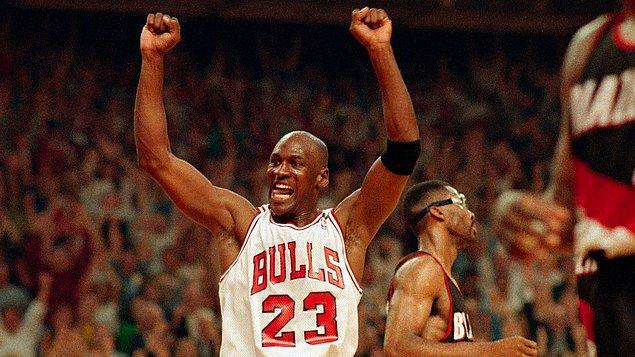 Çalışma disiplinin üstünde duruyoruz çünkü Michael Jordan'ın kusursuz denilebilecek iş ve antrenman disiplini onu daha üçüncü maçta takım yıldızı yapıyor.