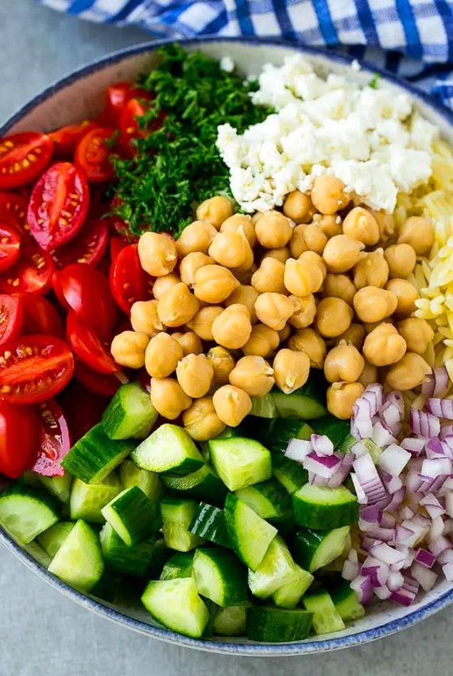 Arpa Şehriye Salatasının Hazırlanışı