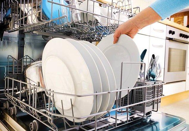 Şu ara herkes çok sık bulaşık yıkadığından şikayetçi. Tam dolmadan sakın çalıştırmayın, mutlaka ekonomik programa ayarlayın. Daha uzun sürer ama daha az su ve enerji harcar.