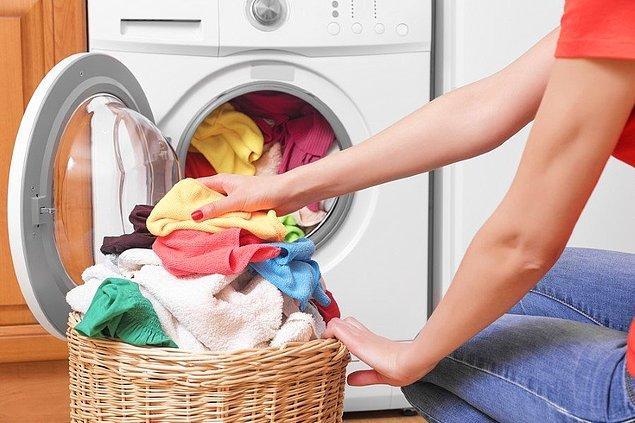 Üstelik kurutma makinesinden çıkan ürünler çok daha kırışık olur. Dolayısıyla ütülemek ve kırışıklıklarını açmak için hem daha çok enerji harcar, hem de daha çok yorulursunuz.