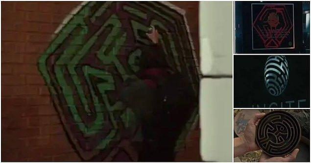 14. Farklı labirent şekilleri sezon boyunca görülüyor. Bu da bize Arnold'ın Dolores ve diğer robotlar için yarattığı labirenti anımsatıyor. Labirent, robotlar ve insanlar arasındaki bağlantıyı güçlendiriyor ve Dolores'in insanların uyanışı için çıktığı yolu temsil ediyor.