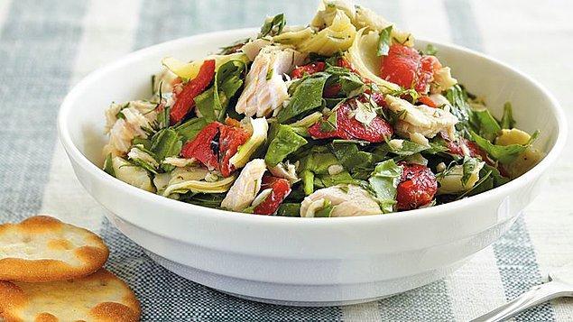4. Ton balıklı salataya boyut atlatan: Enginarlı Ton Balıklı Salata