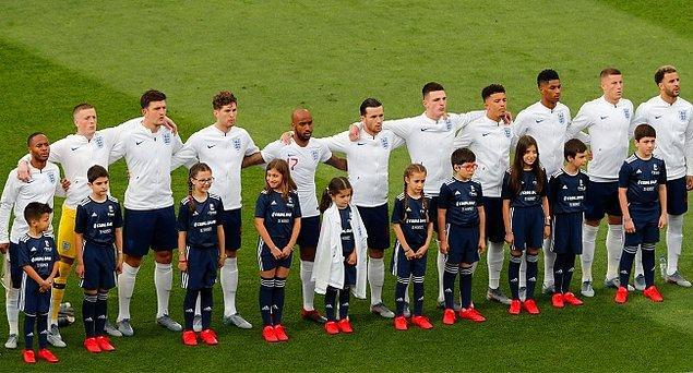 12. İngiltere Milli Takımı'nda forma giyen futbolcular, yeni tip koronavirüs (Covid-19) salgınıyla mücadeleye destek için maç başı ücretlerinin bir kısmını bağışlayacak.