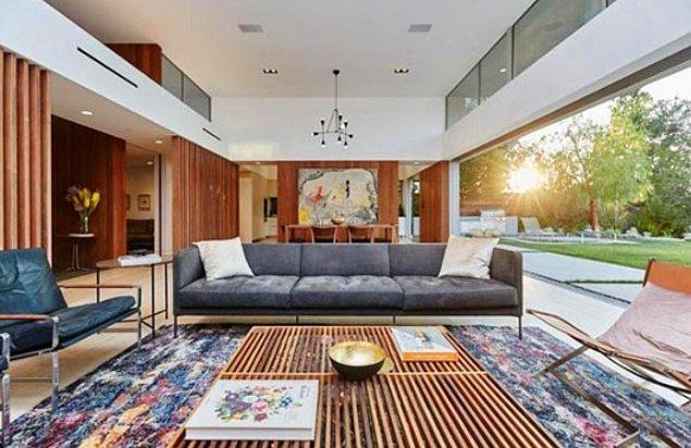 Amerika'nın Los Angeles eyaletinde bulunan bu lüks evin içinde oyun odası, basketbol sahası ve bowling salonu gibi alışılmışın dışında odalar bulunuyor.