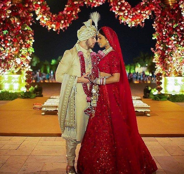 Ses getiren düğünleri gibi yaşadığı evleri de olay olan çiftimizin krallara layık evini görünce hayret edeceksiniz.