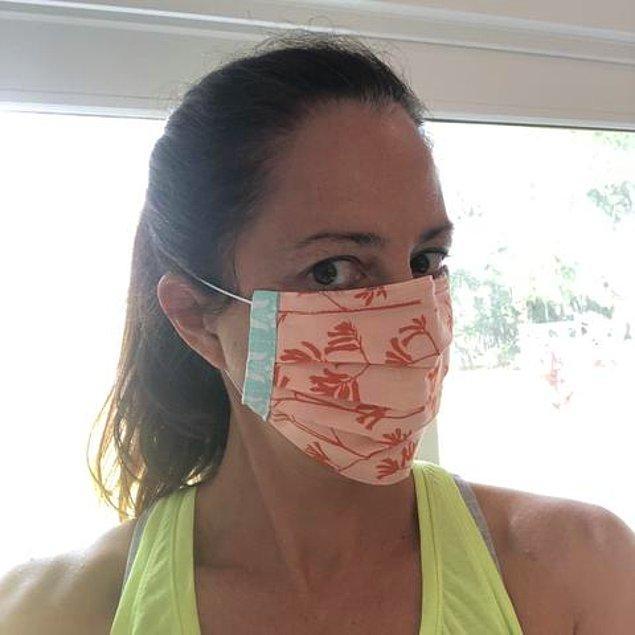 2. Üst tarafında tel olan bir maske kullanıyorsanız, gözlüğünüze gelen havayı önlemek için burnunuzun kıvrımına iyice oturtun.