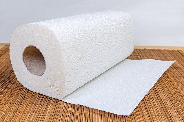6. Maskenin içerisine küçük bir parça kağıt havlu da yerleştirebilirsiniz.
