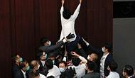 'Korona'ya Aldırmadılar: Hong Kong'da Vekiller Birbirine Girdi, Parlamento Savaş Alanına Döndü