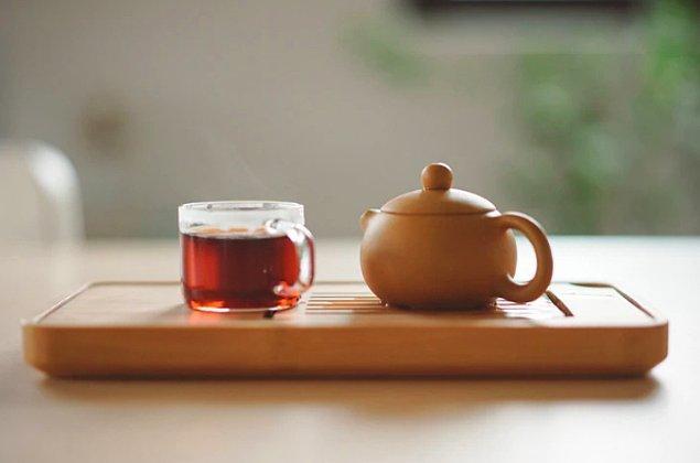 7. Sadece beş dakikalığına koltuğunuza oturun ve içeceğiniz hala sıcakken bir yudum alın.