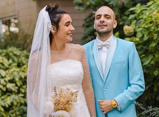 2019 yılında sevgilisi Merve Özgüle ile evlendi.