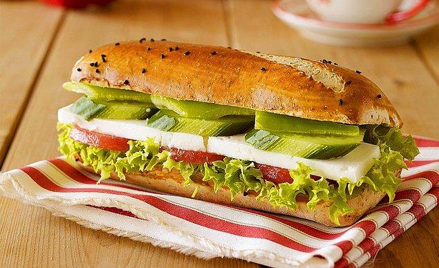 6. Klasiklerden vazgeçemeyenlere: Beyaz Peynirli Sandviç