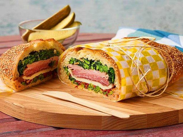 5. Sebzesiz asla diyenlere: Brokoli ve Salamlı Sandviç