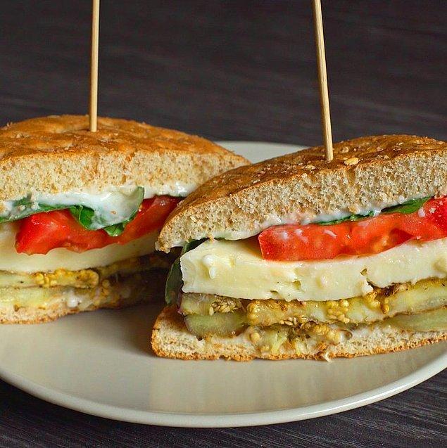 10. Izgaranın ekmekle buluşması: Izgara Patlıcanlı Sandviç
