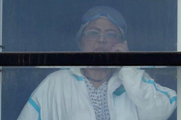 24 Nisan tarihinde Natalya Lebedeva, Covid-19 teşhisiyle kaldırıldığı ve tedavi gördüğü hastanede pencereden düşerek hayatını kaybetti.