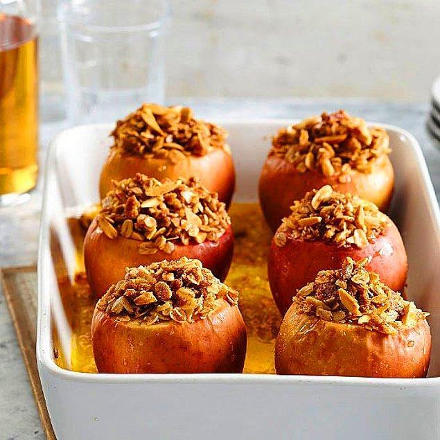 10. Vitamini kabuğunda: Çıtır Yulaflı Elma Tatlısı