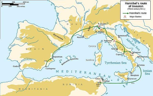Bu başarılarından sonra Hannibal, Roma'ya bir baskın yapar ancak bu baskın püskürtülür. Yorulan orduya yardım için gelen kardeşinin Romalılar tarafından öldürülmesi üzerine dağlara inzivaya çekilir.