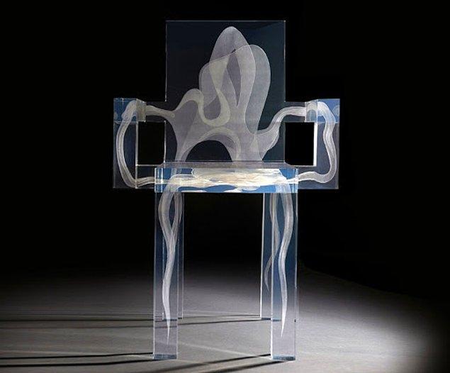 2. Cadılar Bayramı konseptine tam olarak uyan bu sandalye öyle düşündüğünüz gibi photoshop falan değil, tamamen gerçek.