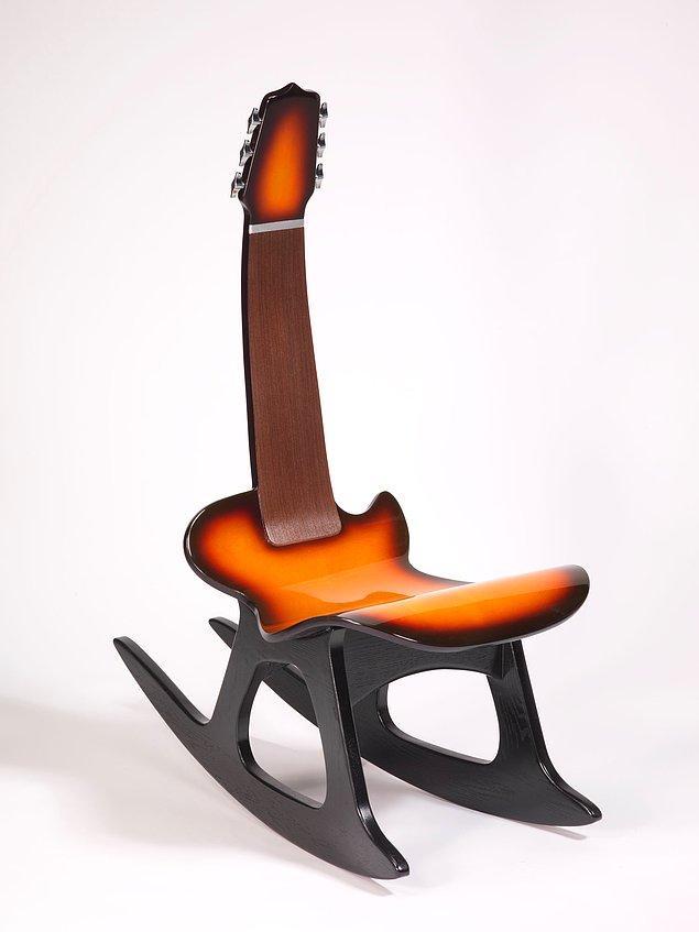 15. O zaman sıradaki sandalye gitar çalmayı sevenlere gelsin.