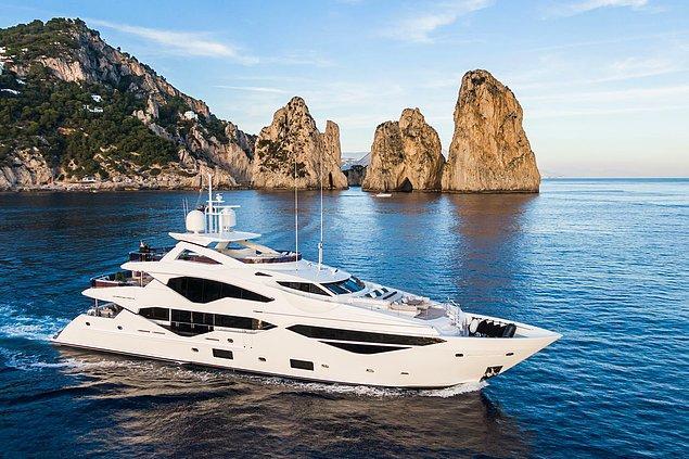 7. Bir tekne kiralayıp koy koy gezmek de oldukça güvenli, elbette bunun için yeterli bütçeniz varsa...